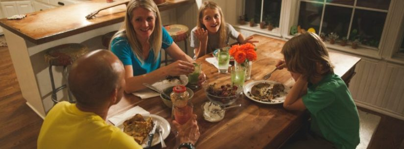 family-dinner-900x332